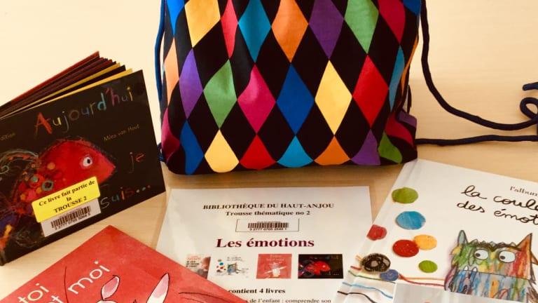 Les bibliothèques Jean-Corbeil et du Haut-Anjou de l'arrondissement d'Anjou offrent des trousses thématiques pour susciter le dialogue parents-enfants.