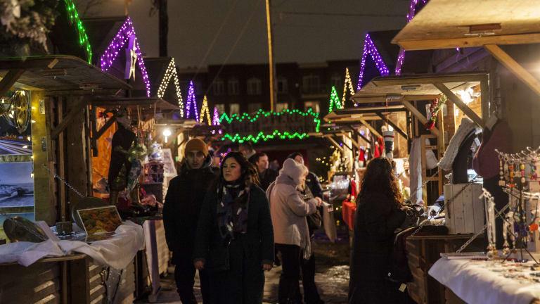 Village de Noël de Montréal à la place du Marché, située à l'angle de la rue Saint-Augustin et l'avenue Atwater, dans l'Arrondissement du Sud-Ouest