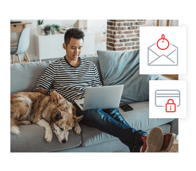Homme faisant sa demande de permis pour chien en ligne