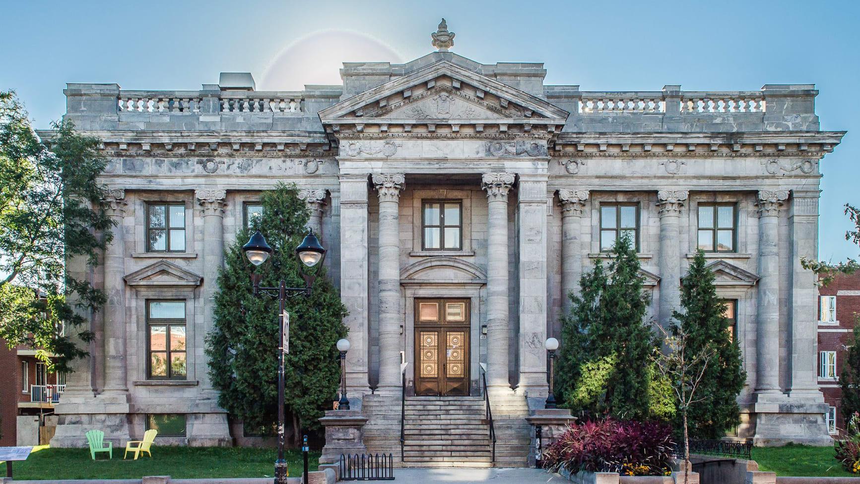 Photo montrant la façade de la bibliothèque Maisonneuve