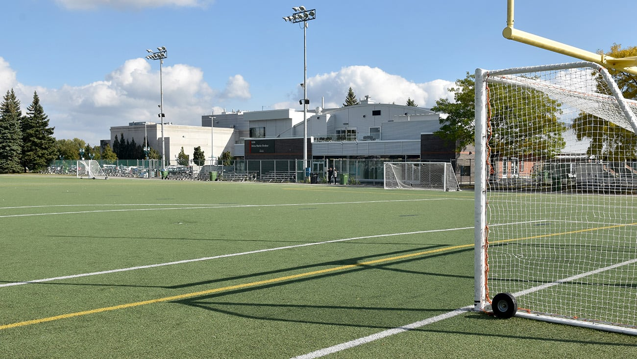 Terrain de soccer du complexe sportif Saint-Léonard.