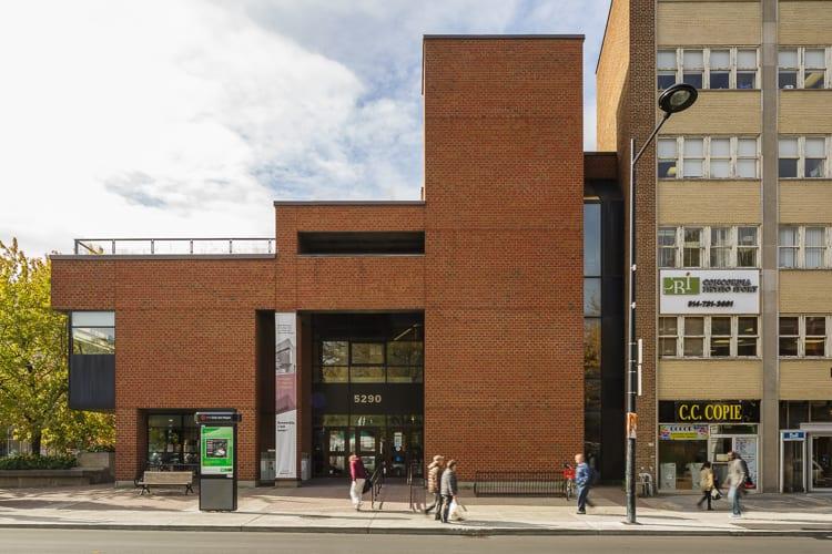 La bibliothèque de Côte-des-Neiges dans l'arrondissement de Côte-des-Neiges–Notre-Dame-de-Grâce