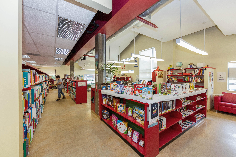 Photo de l'intérieur de la bibliothèque Hochelaga.