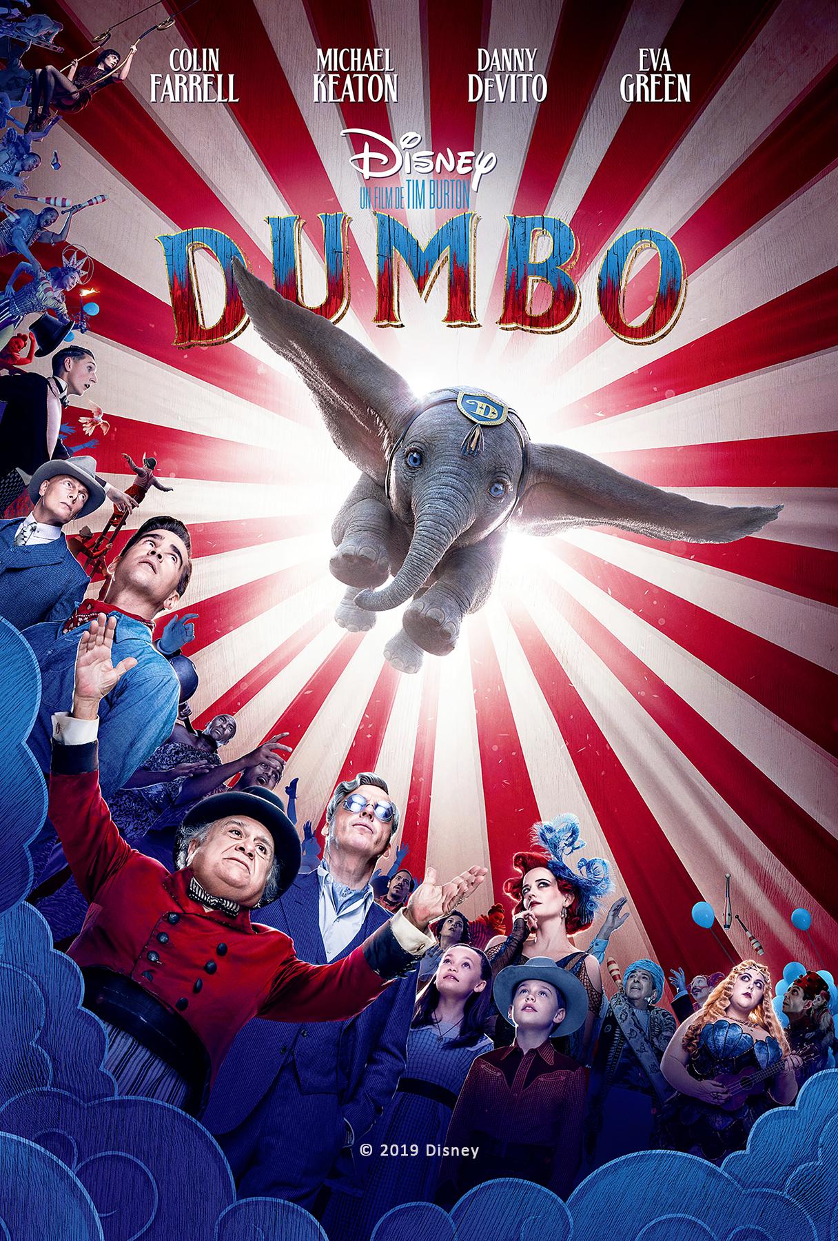 Dumbo l'éléphant volant et personnes du cirque en dessous