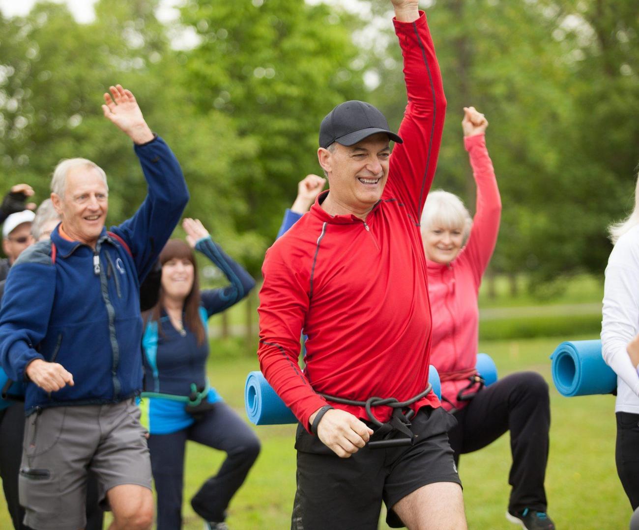 personnes âgées qui font de l'exercices