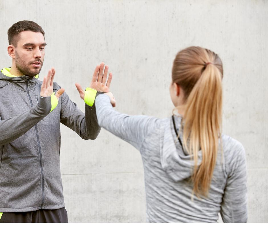 Cours d'autodéfense pour adolescentes et femmes