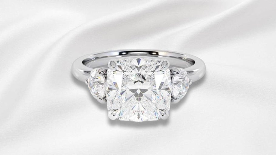 Win the Royal Trilogy Ring.Take your unique opportunity to win 'The Royal Trilogy', a diamond ring that is just like Meghan's. This ring is made of 18 karat white gold with 3 Top Wesselton diamonds. Isn't this perfect?