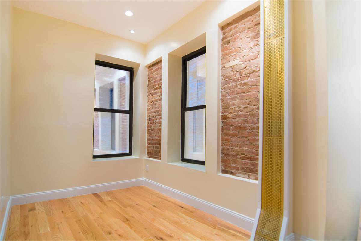 photo of 142 Sullivan Street  ·  12