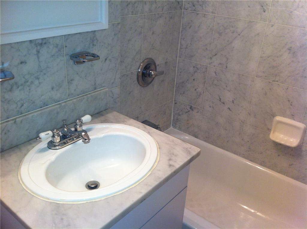 photo of 165 East 35th Street  ·  6G