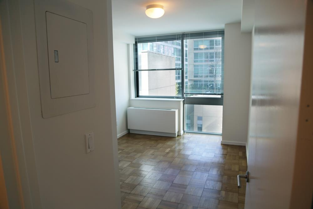 photo of 505 West 37th Street  ·  2103