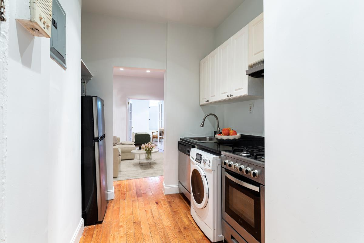 photo of 715 East 5th Street  ·  1-C