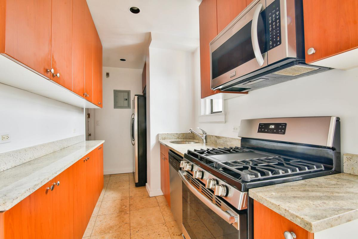 photo of 30 East 68th Street  ·  5-A