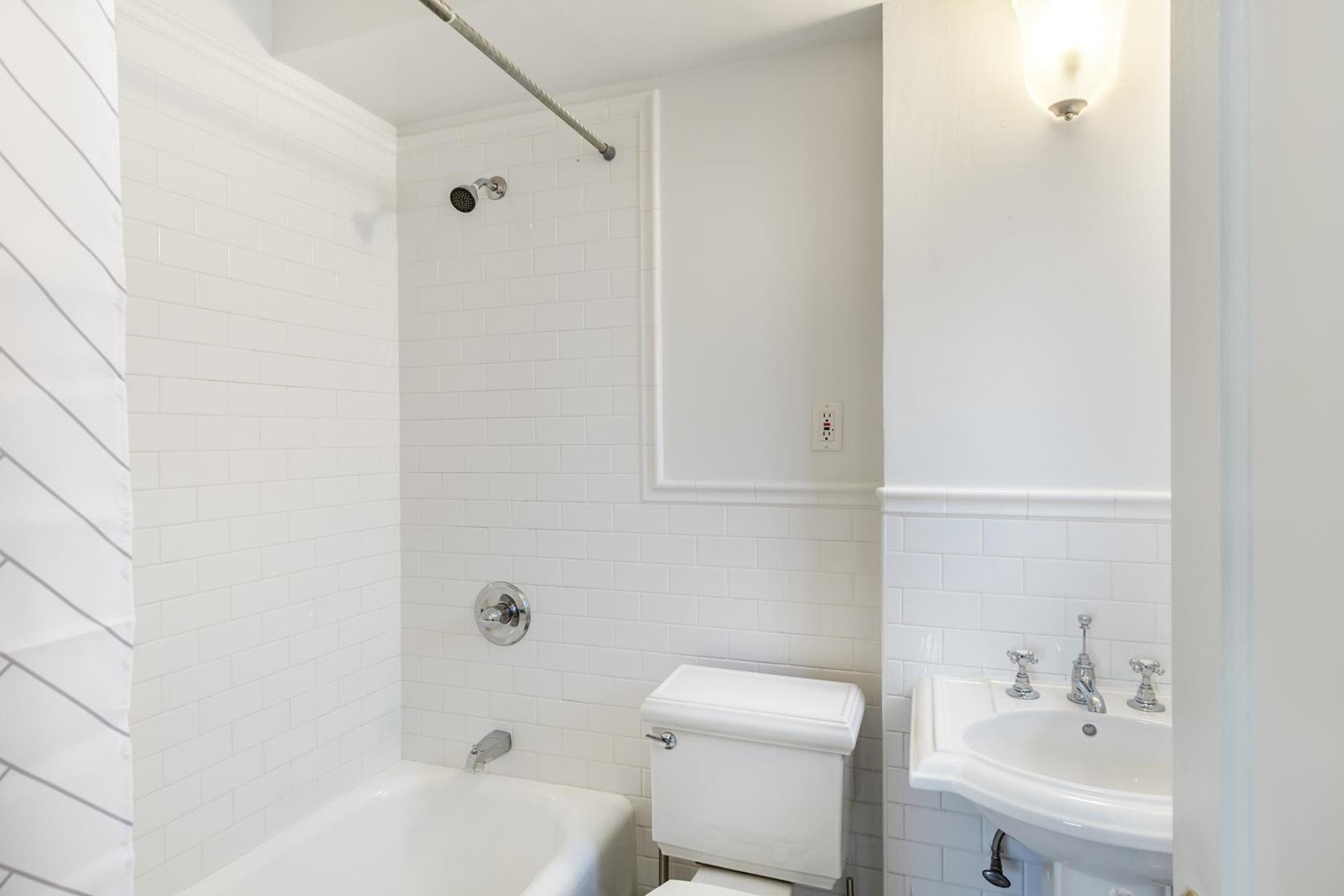photo of 30 East 68th Street  ·  4-A