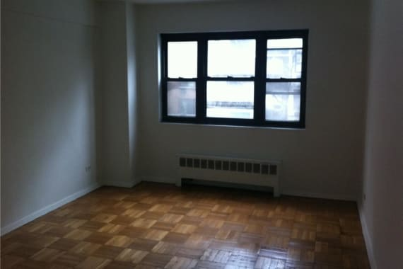 photo of 165 East 35th Street  ·  3F