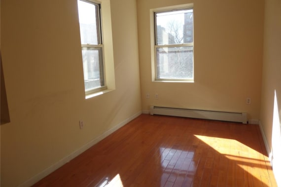 photo of 322 East 4th Street  ·  4R
