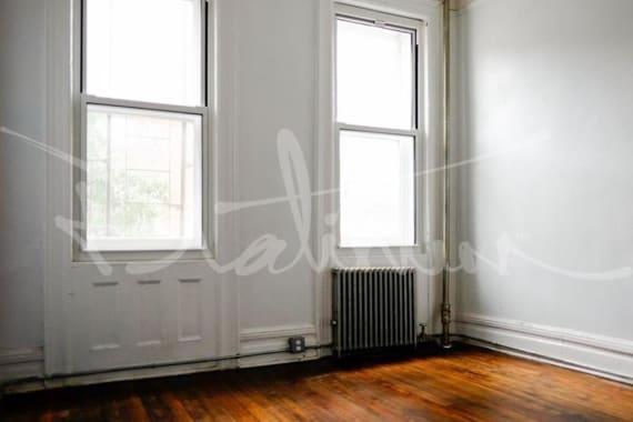 photo of 615.5 Hudson Street  ·  4
