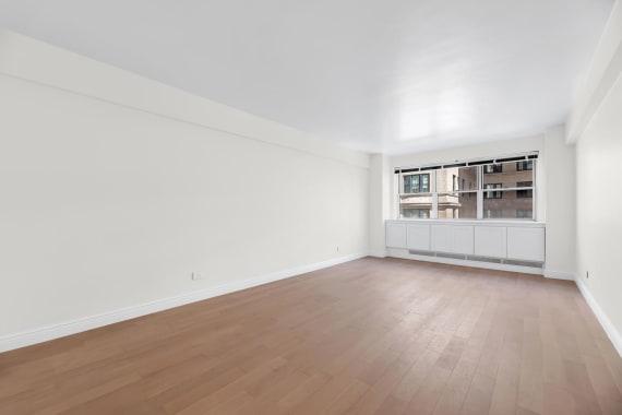 photo of 20 East 68th Street  ·  4-B