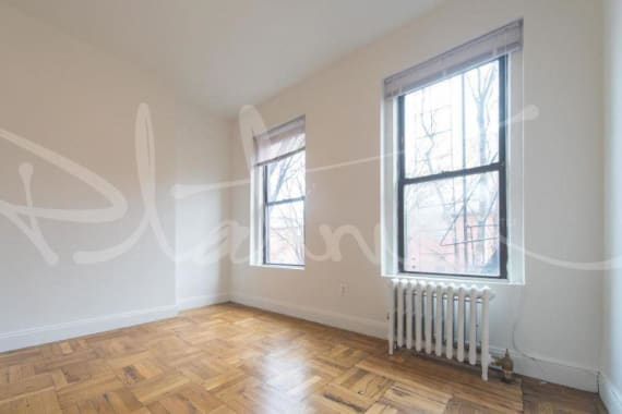 photo of 715 East 5th Street  ·  2-D