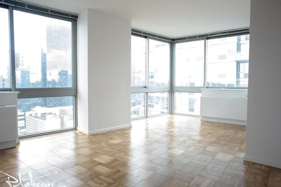 photo of 505 West 37th Street  ·  405