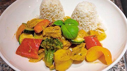 Kokos-Curry mit Huhn und Gemüse