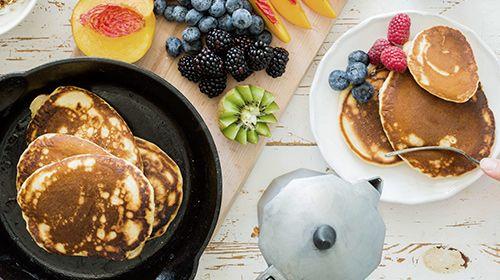 Pancake mit Whey-Pudding und Früchten