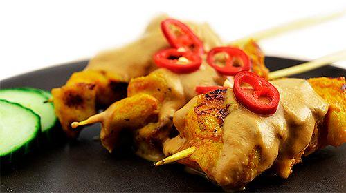 Satespieße (Hühnchen) mit proteinreicher Erdnusssauce