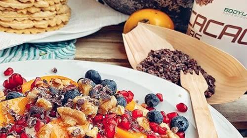 Waffeln mit Fruchttopping + einer Extraportion Protein