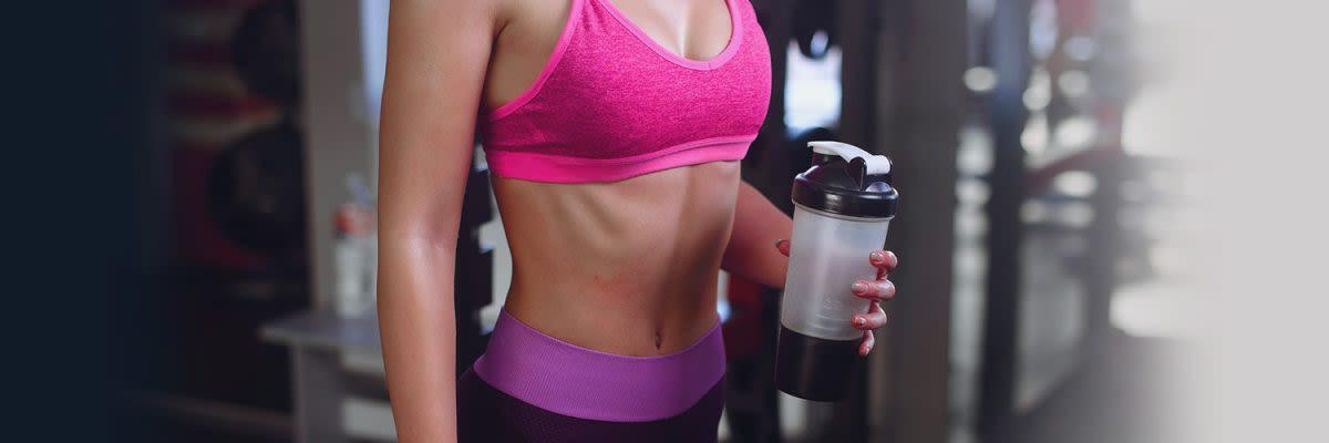 vrouw met protein shaker