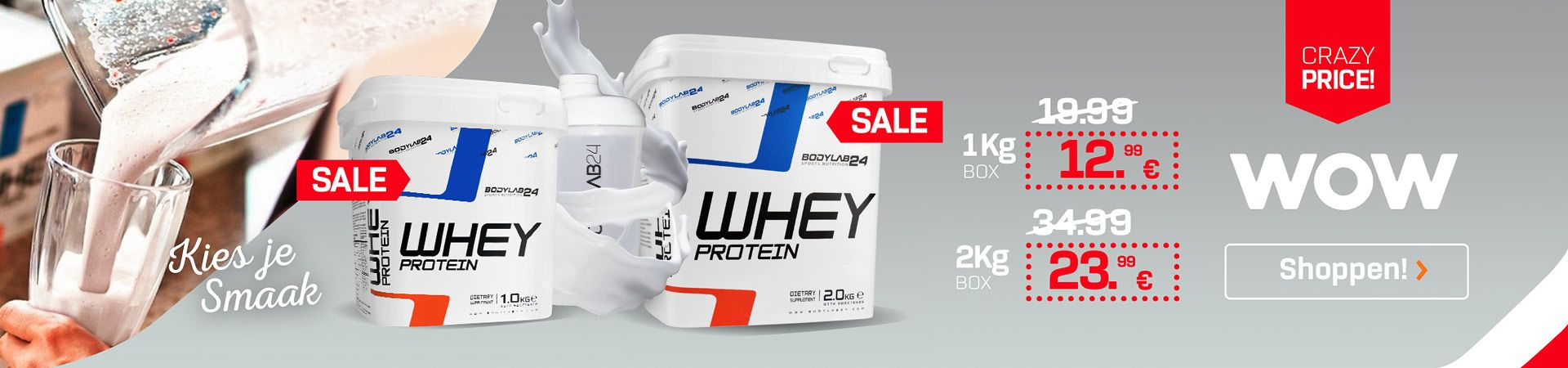 whey Protein in den 1 en 2 kg Box voor een lichte achtergrond, een Glas is gevuld met shake