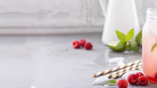 Detox-Eistee mit Ingwer und Zitronengras