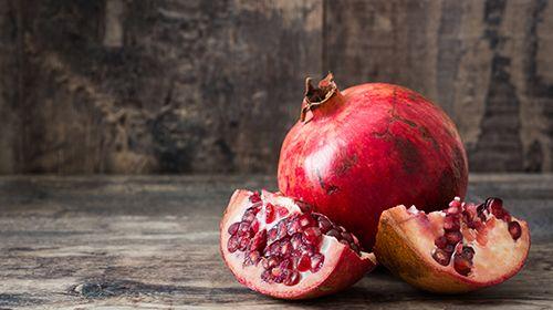 Granatapfel – alles über die Frucht mit den rubinroten Kernen