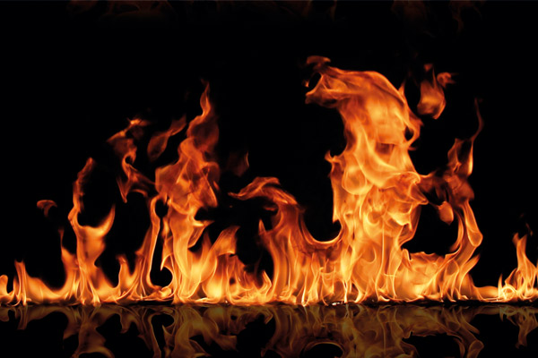 foto de fuego simulando la calidad de los barnices ignífugos
