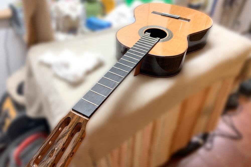 Barnizado de guitarras y otros instrumentos musicales