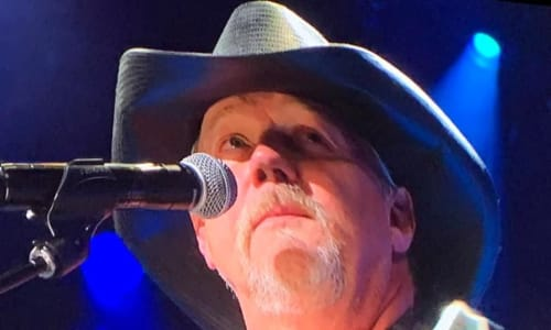 Sining at Grand Ole Opry Country Music Show