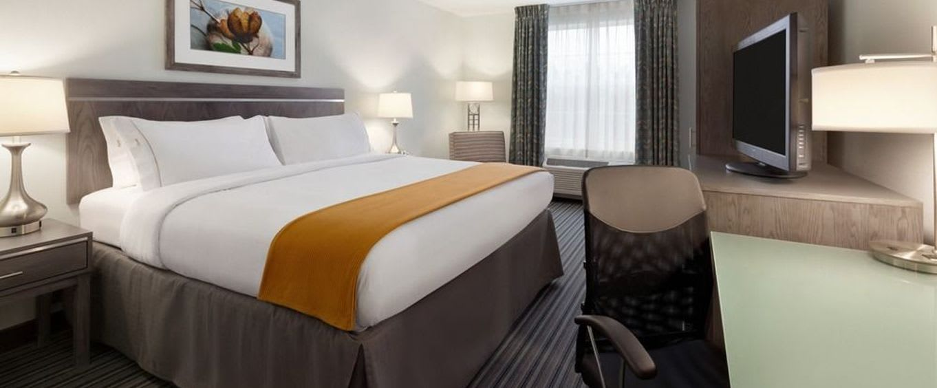 Holiday Inn and Suites Williamsburg Colonial Resort