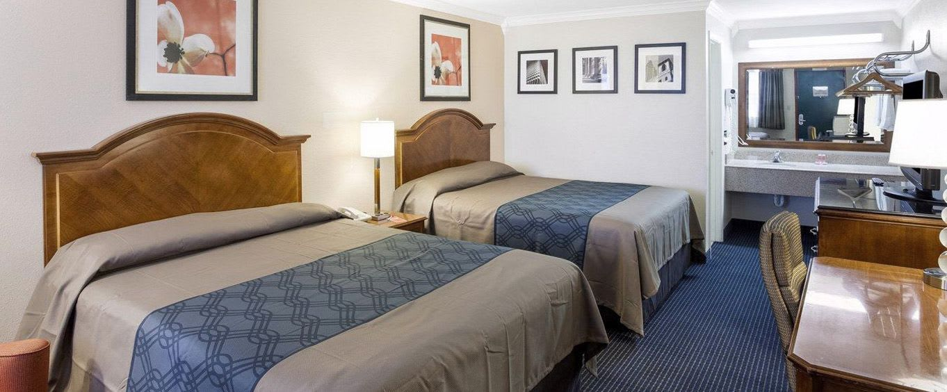 Econo Lodge Inn & Suites Fiesta Park San Antonio