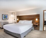 Room Photo for Holiday Inn Express Wisconsin Dells WI