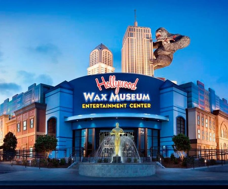 Outside of the Hollywood Wax Museum
