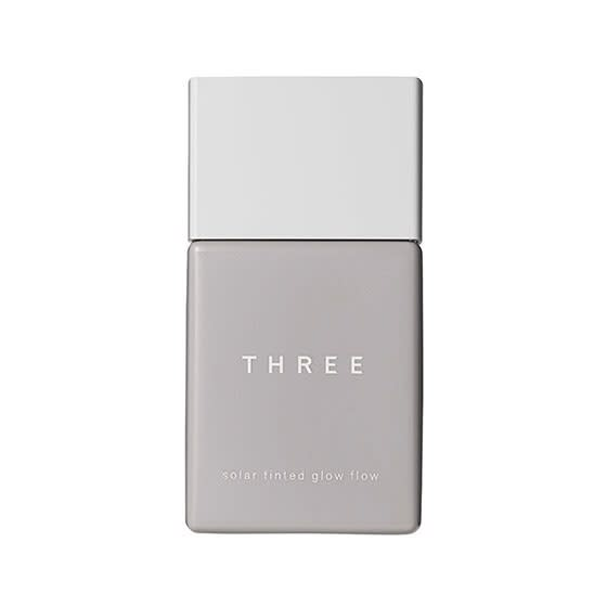 THREEの新作「ソーラーティンティドグローフロー」
