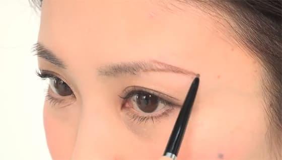玉村麻衣子さん「美眉メイク」