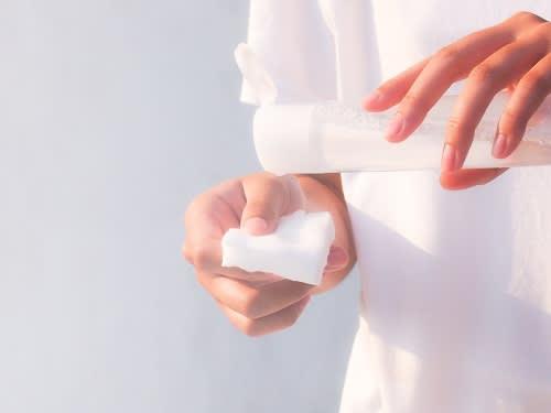 【コツ2】美白コスメは、保湿と角質ケアで効果アップ!