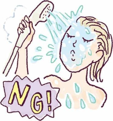 クレンジング料や洗顔料をお風呂のシャワーで流してはダメ