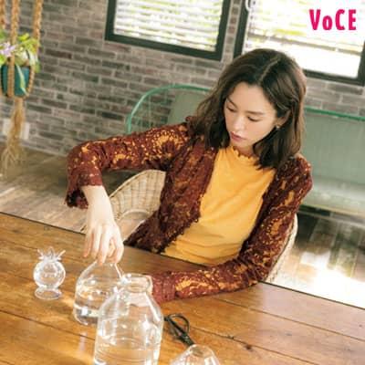 VOCE2020年11月号_桐谷美玲,ガラスの花器は初心者におすすめ
