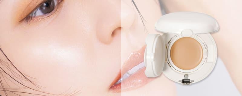 潤い系の下地で肌表面を整えたら、エリクシール シュペリエル つや玉ファンデーション Tを顔全体に薄く、均一に広げてなめらかなツヤ肌に。