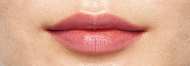 唇の血色となじんで使いやすく
