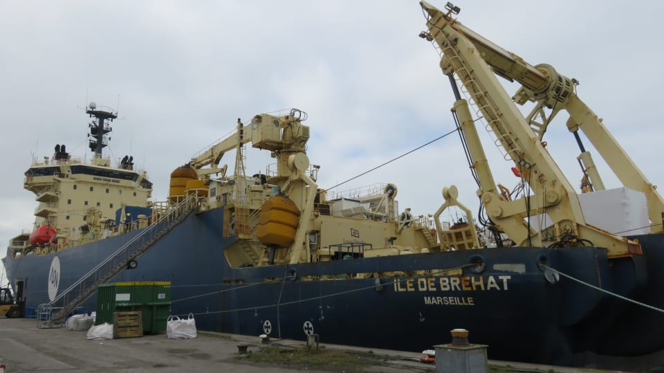 The cable laying vessel, the Ile de Brehat, at the dockside in Calais (credit: ASN)