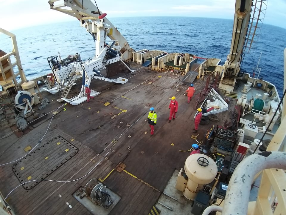 Preparing the bight (slack) around the final splice. (Credit: Vocus)