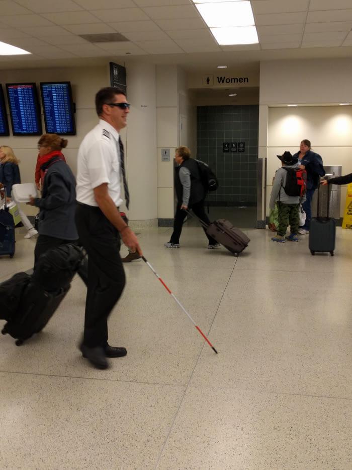 Fotografija: Pilot sa štapom za slijepe