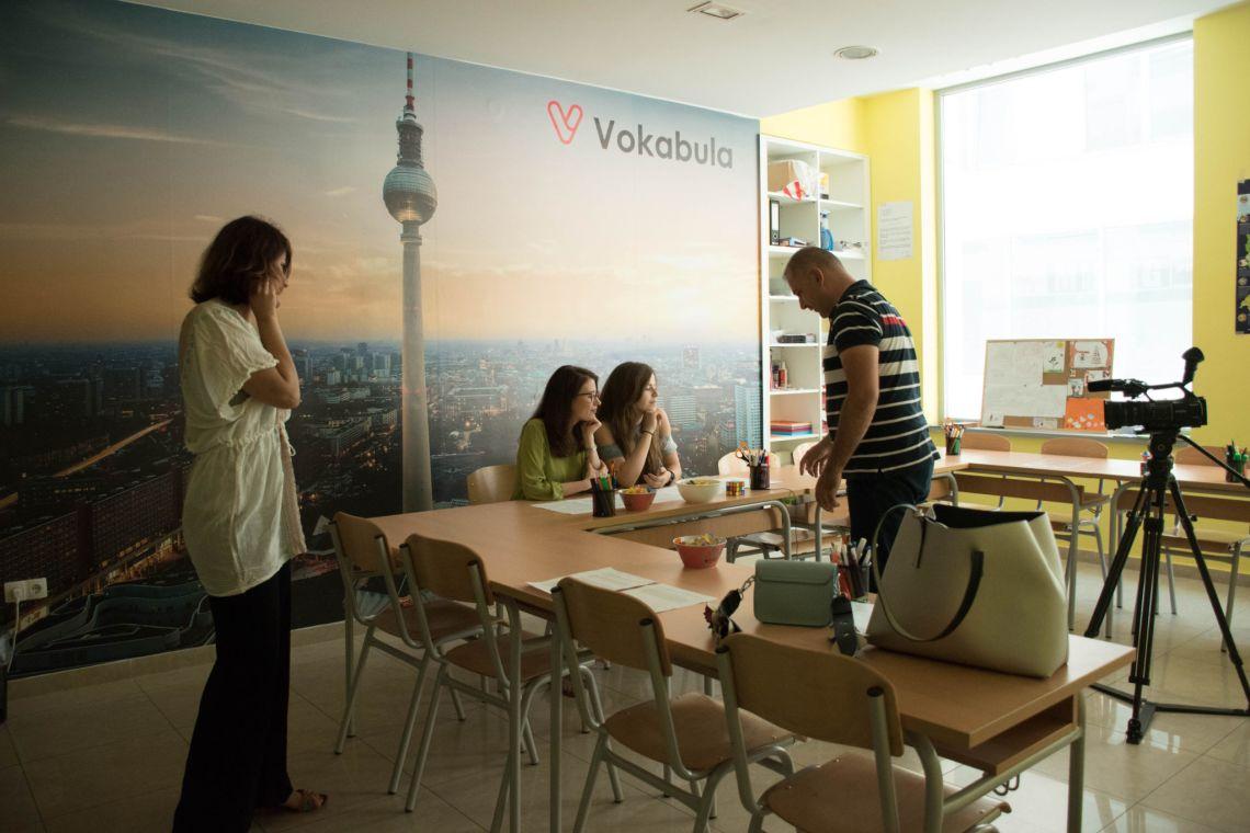 Erna i Ariana govore o tome kako položiti ispit Goethe-Instituta