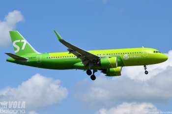 Airbus A320neo S7 Airlines by Giuseppe Rimondini